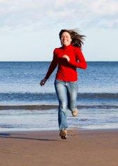 Běžkyně na pláži