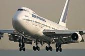 Přistávající Boeing 747