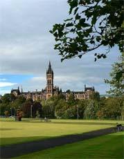 Čelní pohled na hlavní budovu University of Glasgow
